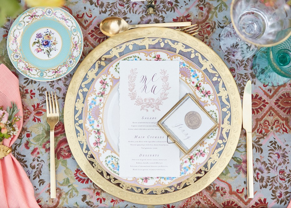 Gold gilded place setting ideas