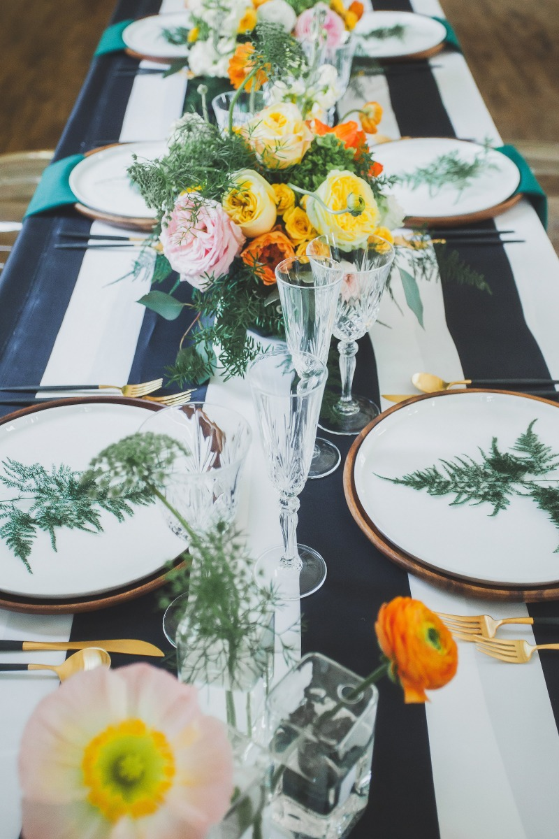 The #flowerseverywhere goal can come true. Smaller centrepieces interspersed with bud vases and fresh foliages on plates.