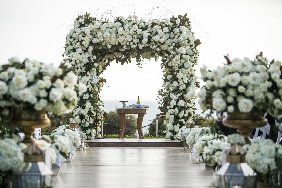 all white floral wedding decor