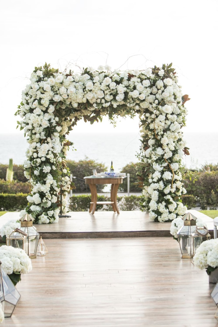 glamorous wedding ceremony decor