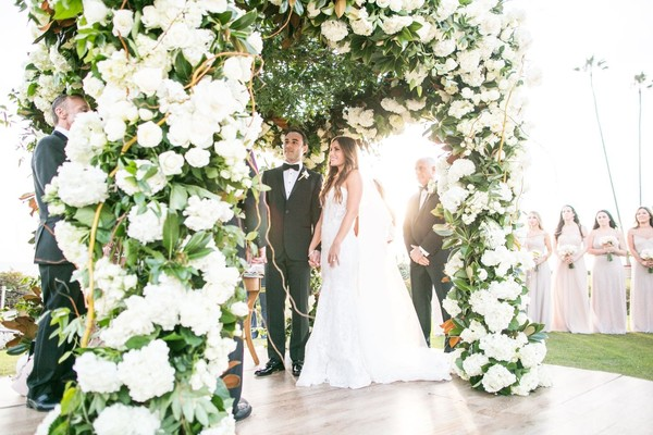 How To Turn Your All White Wedding Day Into A Glamorous Dream