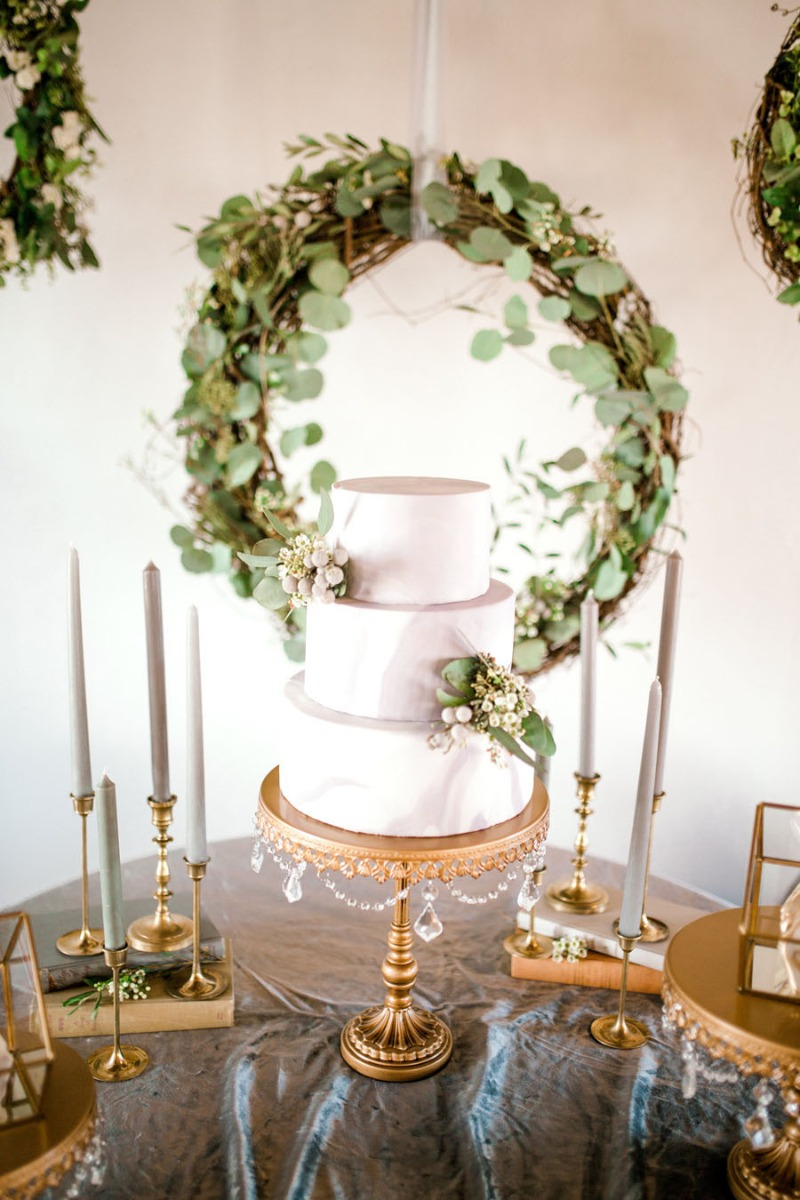 Create an organic greenery & gold wedding cake table with Opulent Treasures.