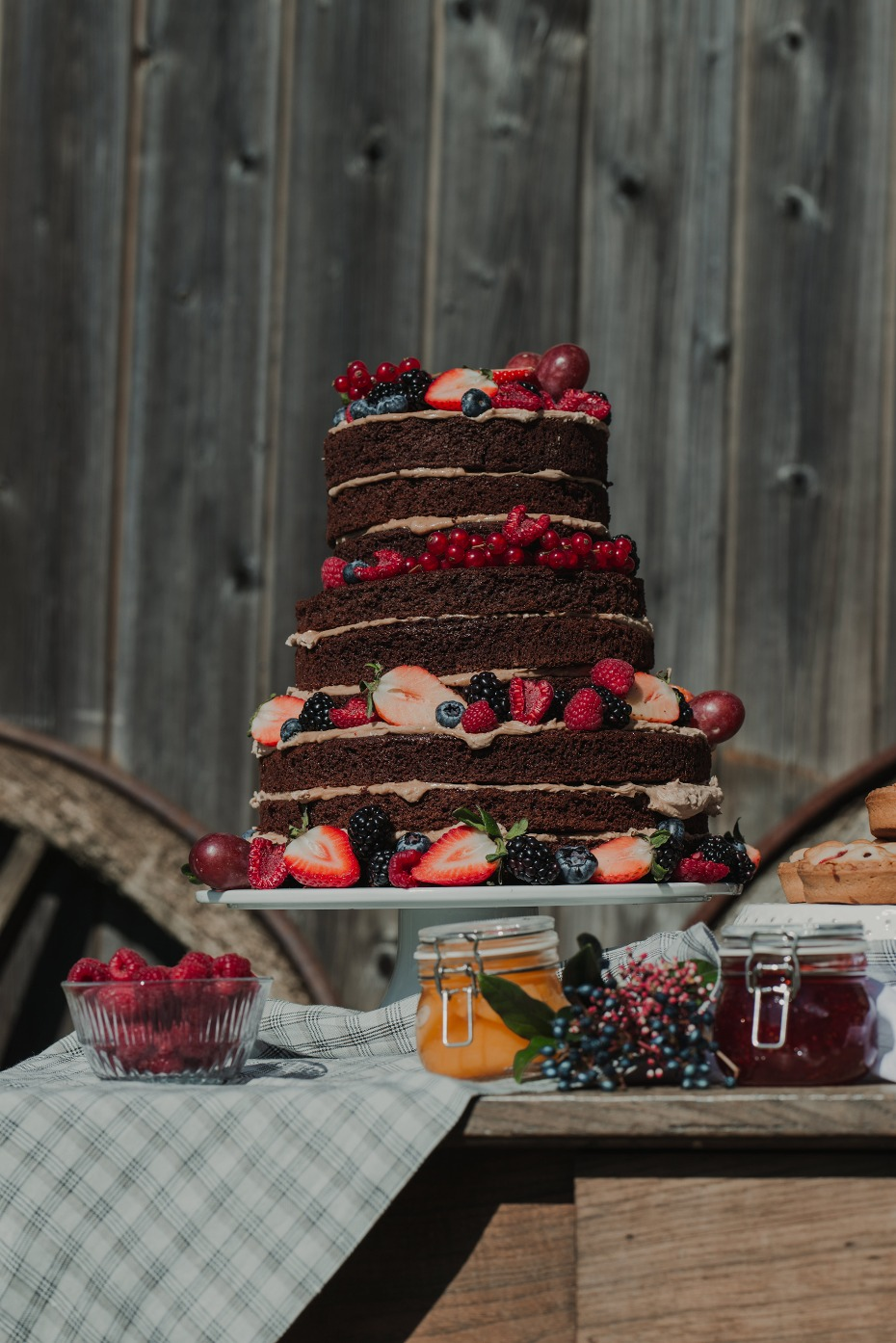 Chocolate berry naked cake