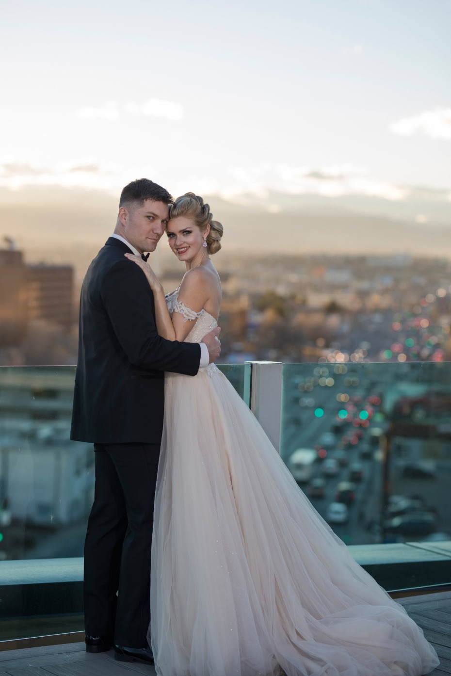 beautiful sunset wedding photo idea