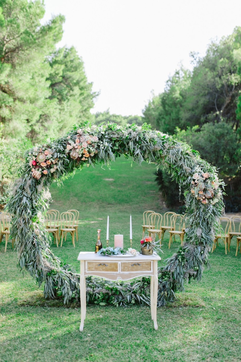 Romantic wedding in Athens with a Giant floral wreath. This circular arch was the perfect backdrop for the ceremony #Lilyofthevalley_events