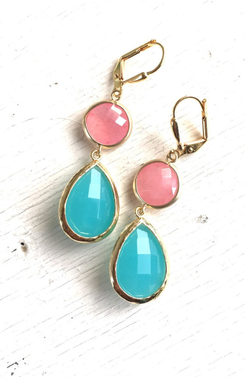 Coral Pink and Turquoise Stone Dangle Earrings in Gold. Bridesmaid Jewelry. Drop Dangle Earrings. Bridal Party Gift. Wedding Jewelry