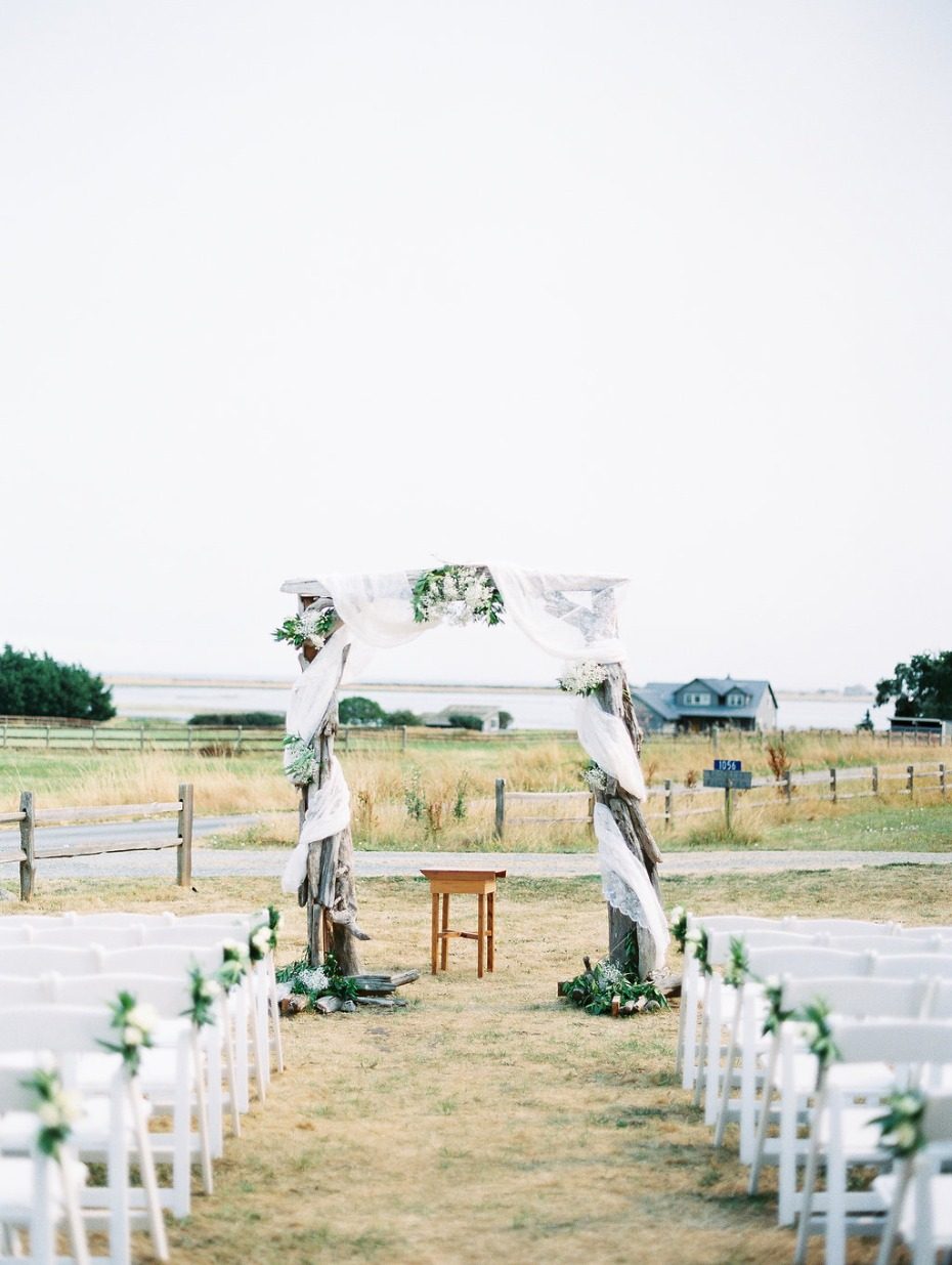outdoor wedding arbor