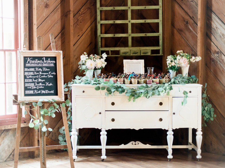 Chic favor table