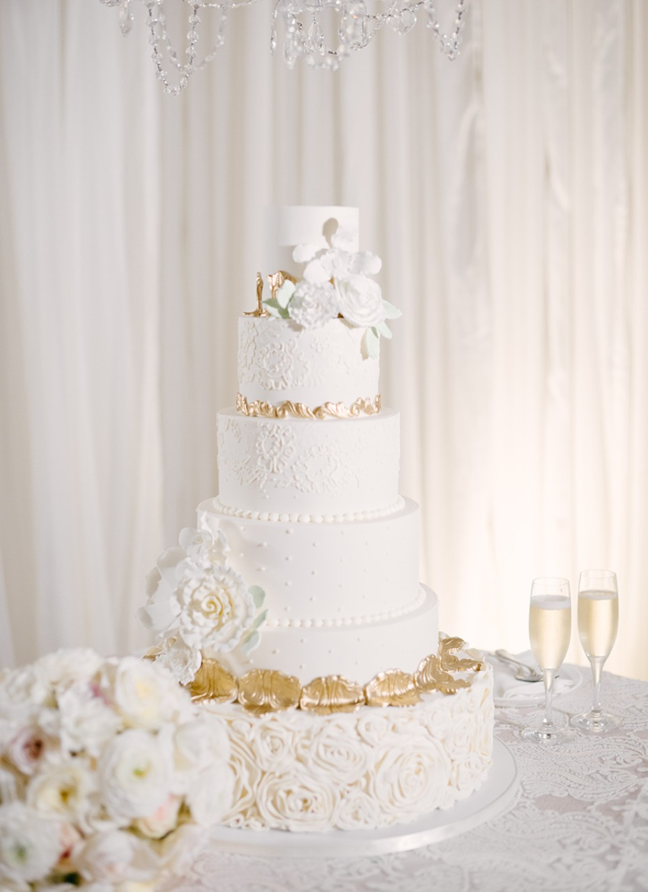 white and gold glamorous wedding cake