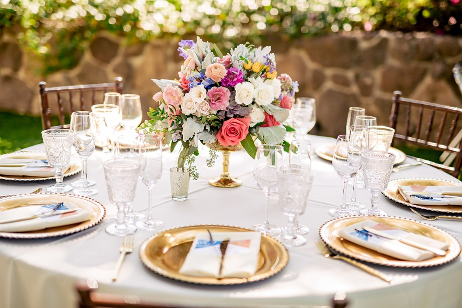 glam gold table decor