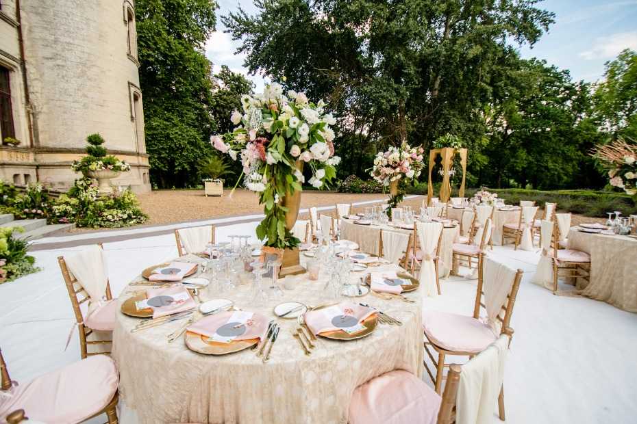 Blush and gold outdoor reception