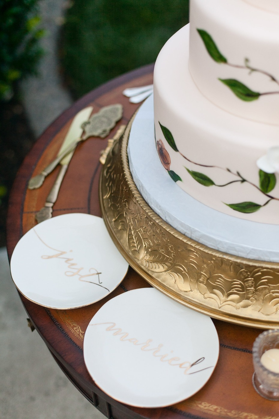 cute just married wedding cake plates