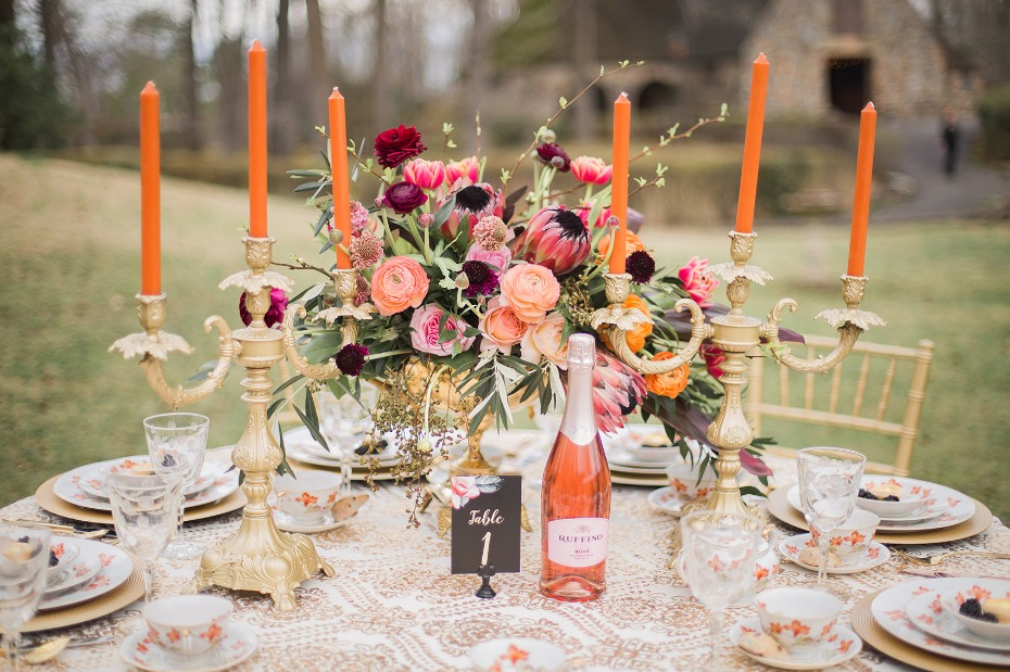 Colorful gold table decor