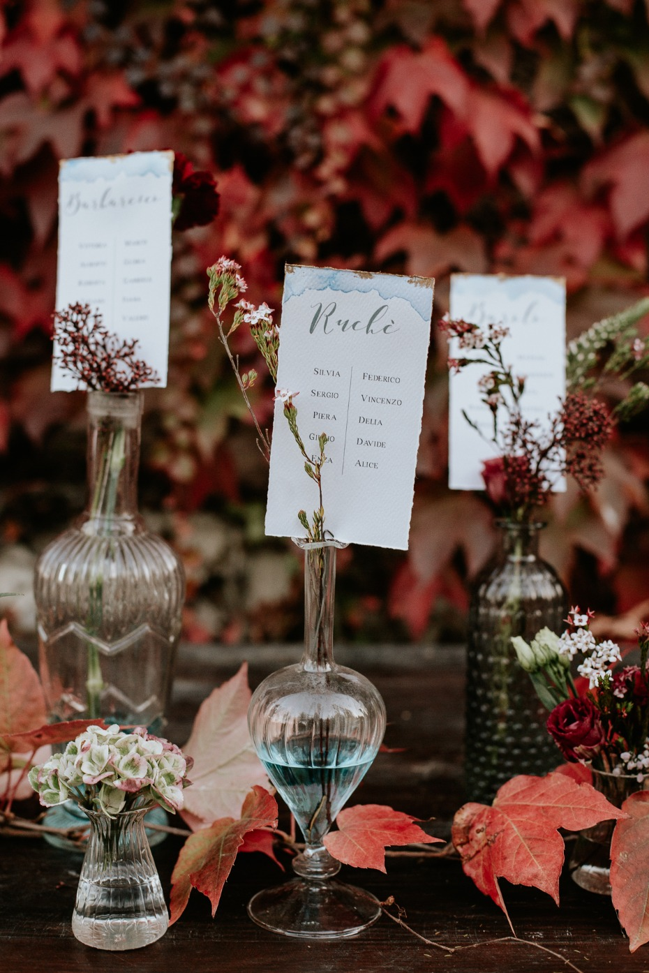 elegant wedding seating assignment idea