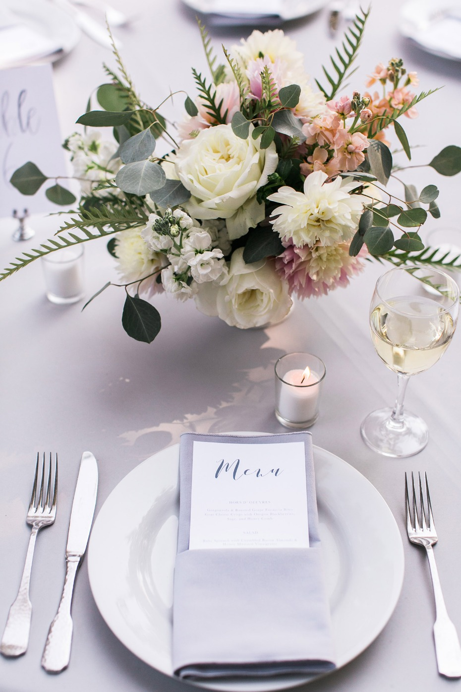 Simple and chic wedding table decor