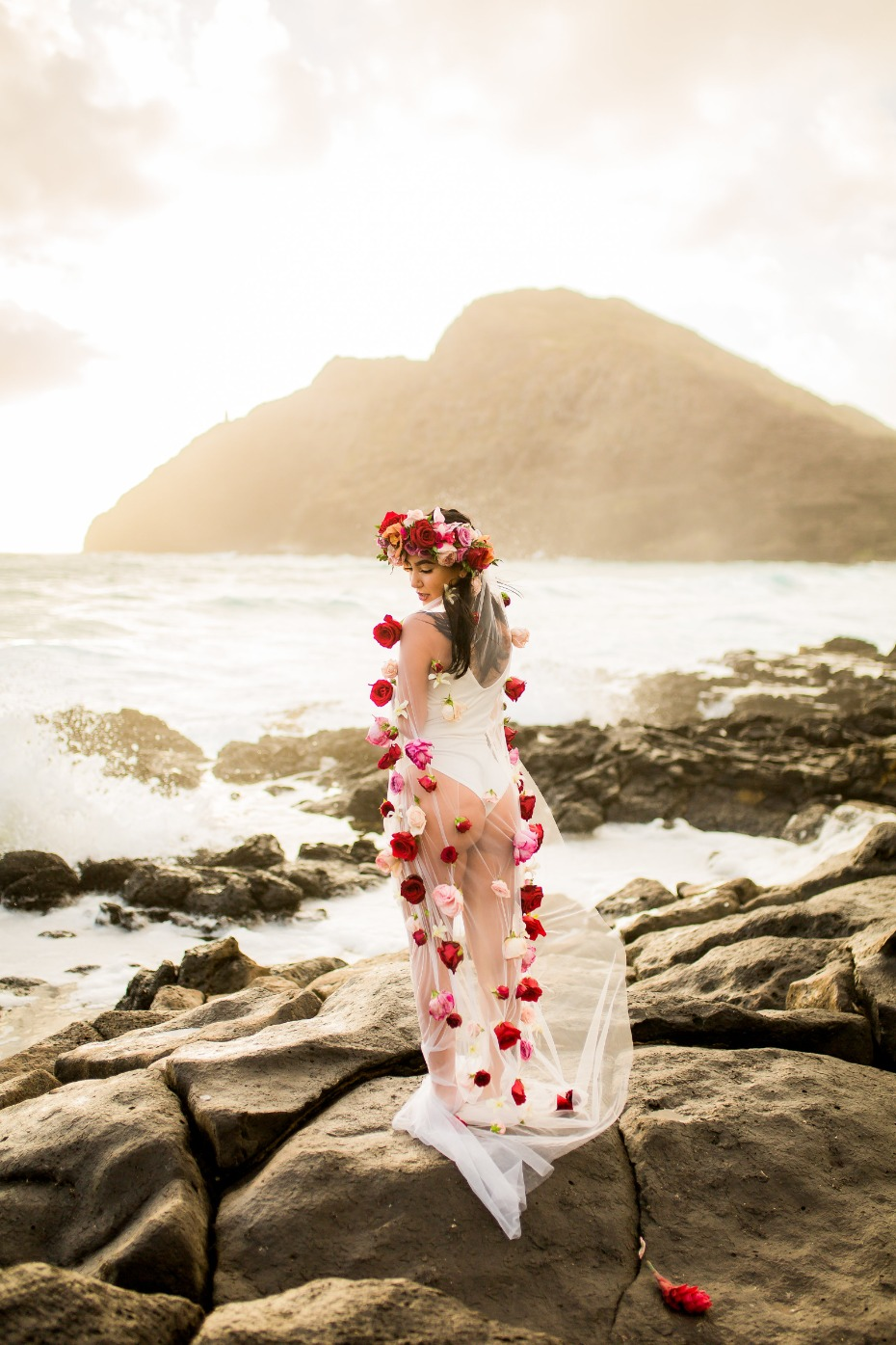 Dreamy bridal session in Hawaii with a flower veil
