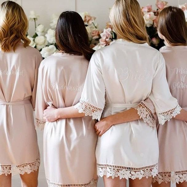 GIVEAWAY! ✨We are giving the chance for one lucky bride to be to win 5 embroidered Lauren robes. This includes 1 bridal robe and