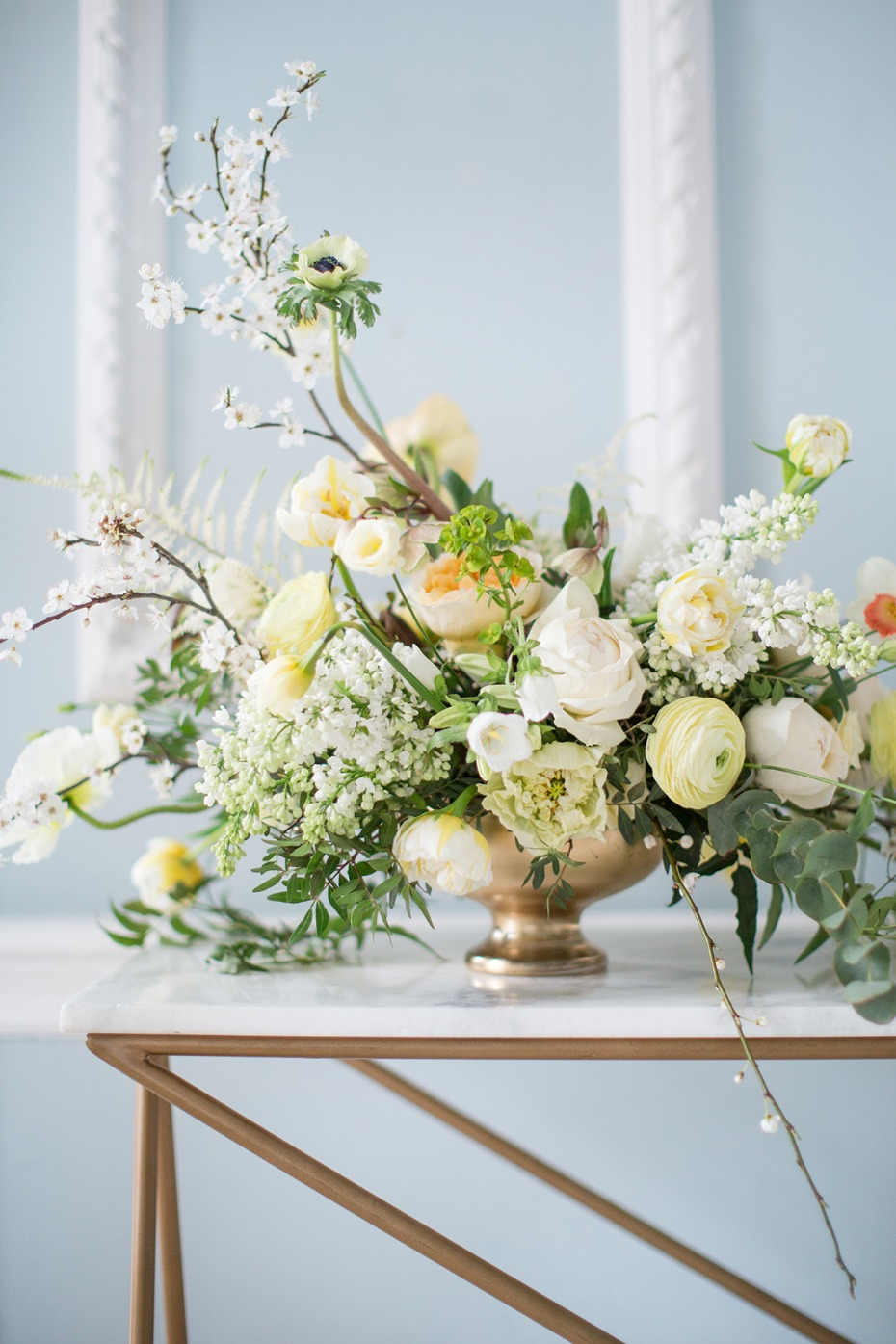 elegant white and yellow wedding floral arrangement