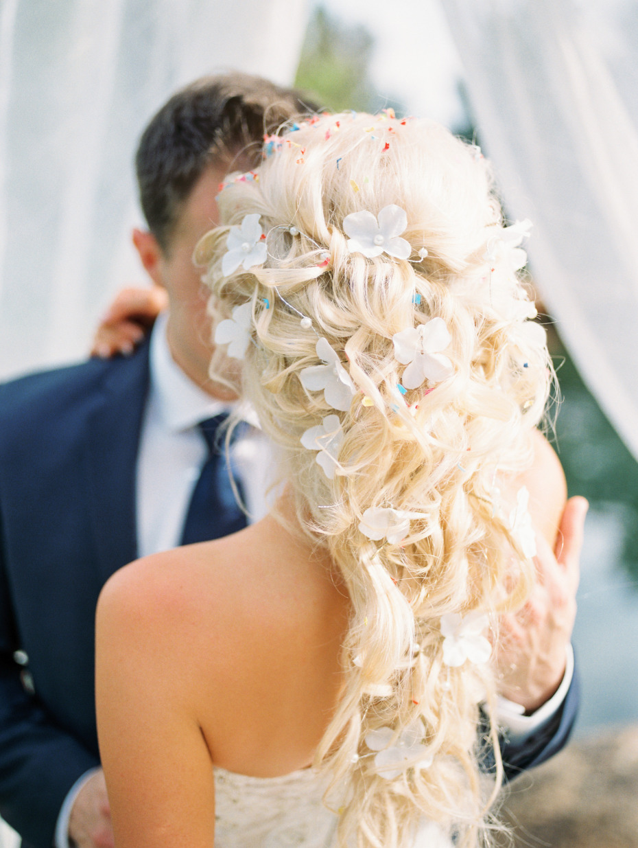 Gorgoeus wedding hair with confetti