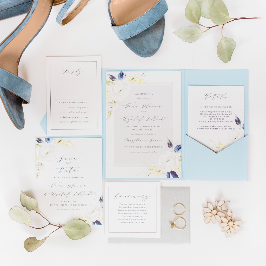 Can you say #weddinggoals? Because the earrings, the shoes, the invitation suite... all of it has us swooning!