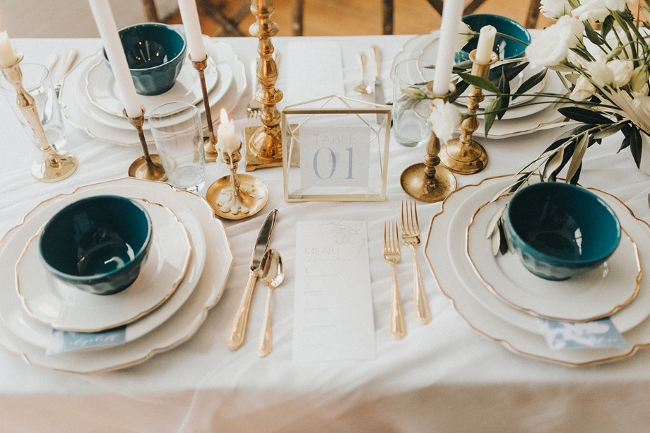 gold white and blue wedding table decor