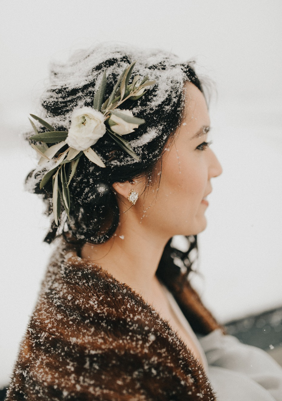 wedding hair accessory for your snowy wedding day