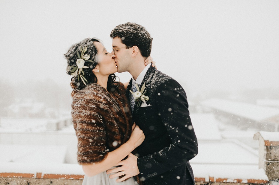 wedding kiss in the snow