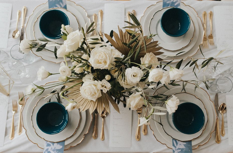 elegant and simple wedding table decor idea