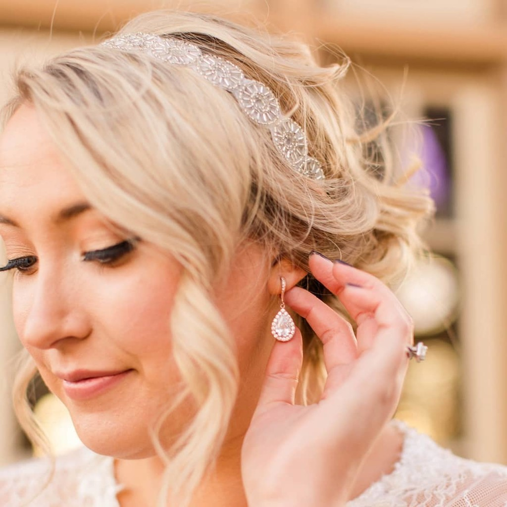 Vintage inspired accessories + a low loose updo = Bridal style perfection!