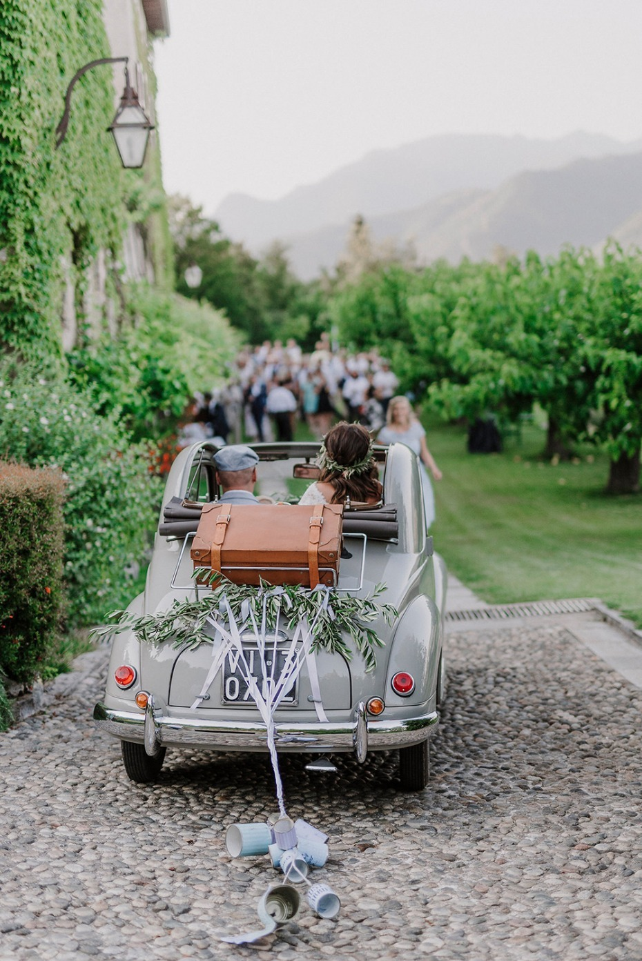 10 Tips for a Travel Themed Wedding