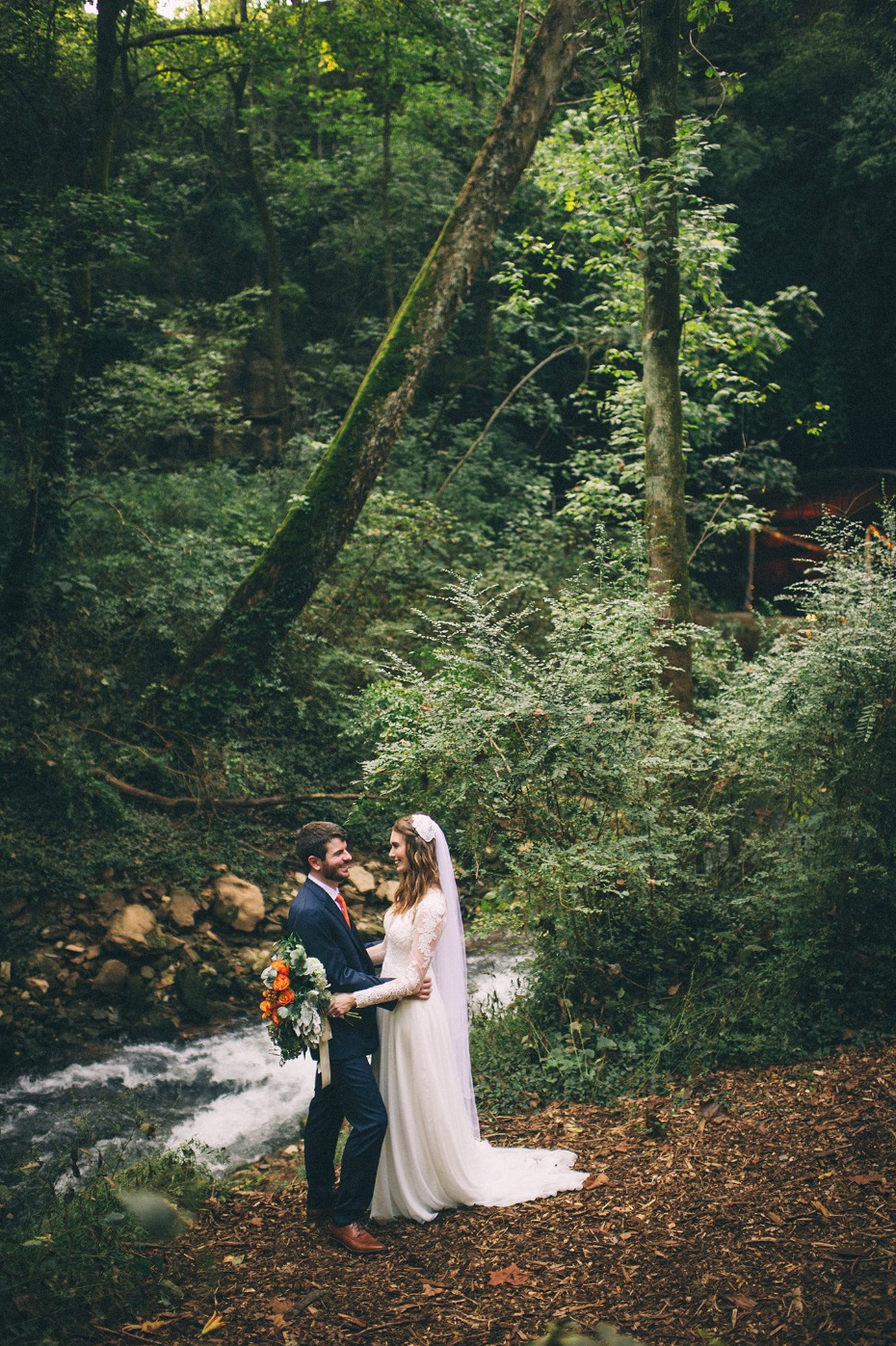 Woodsy wedding at Lost River Cave