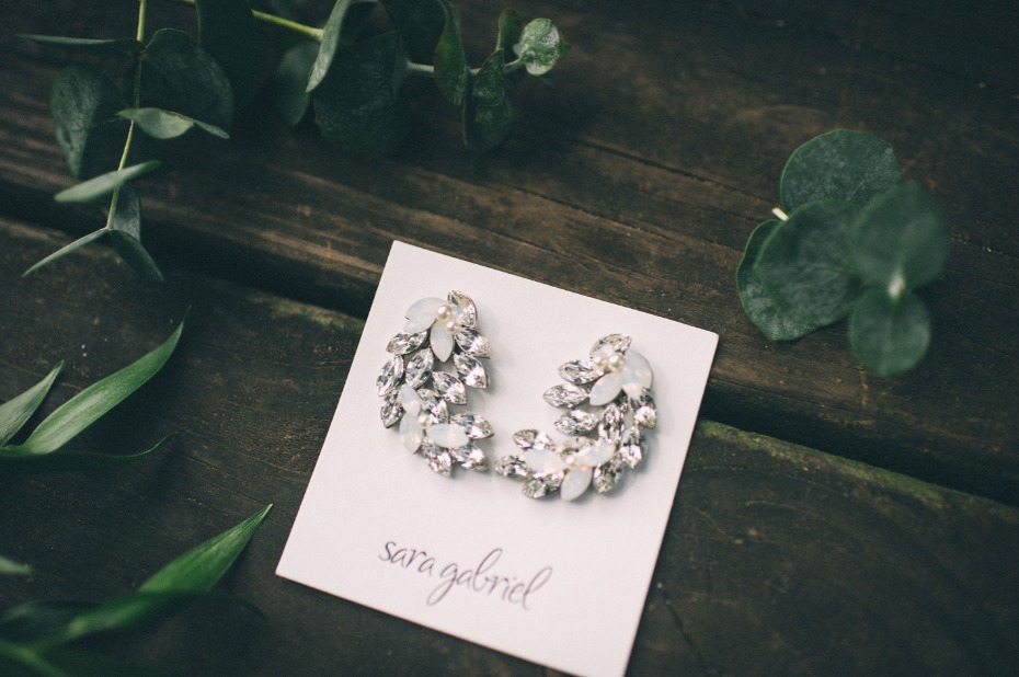 Sparkly earrings for the bride