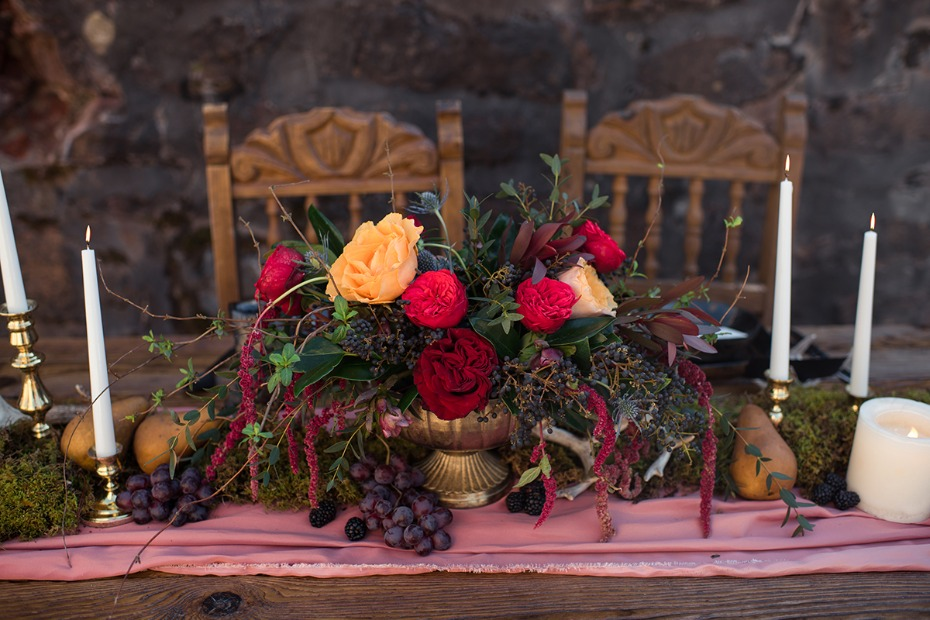 dark and romantic wedding centerpiece idea