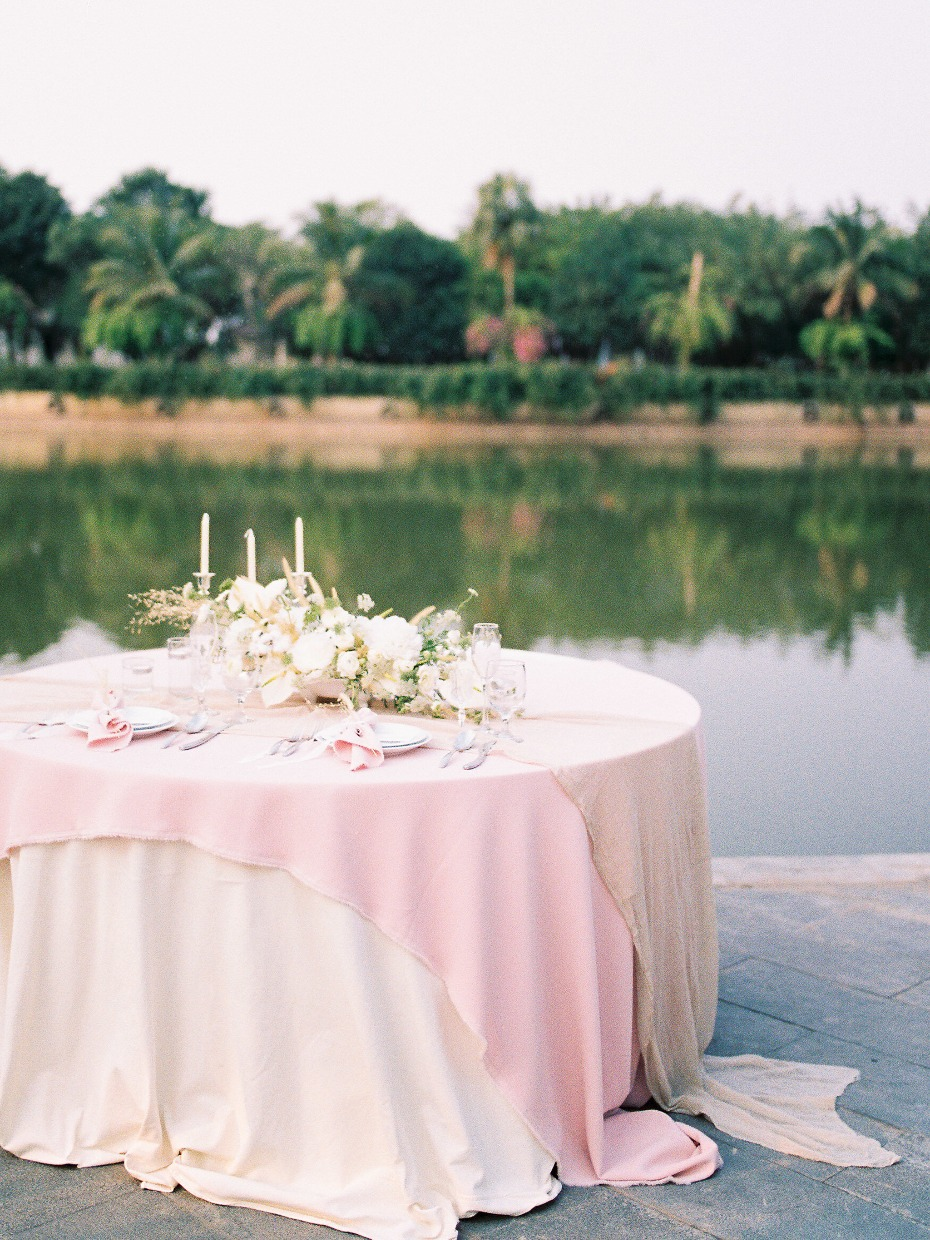 Waterfront sweetheart table for two