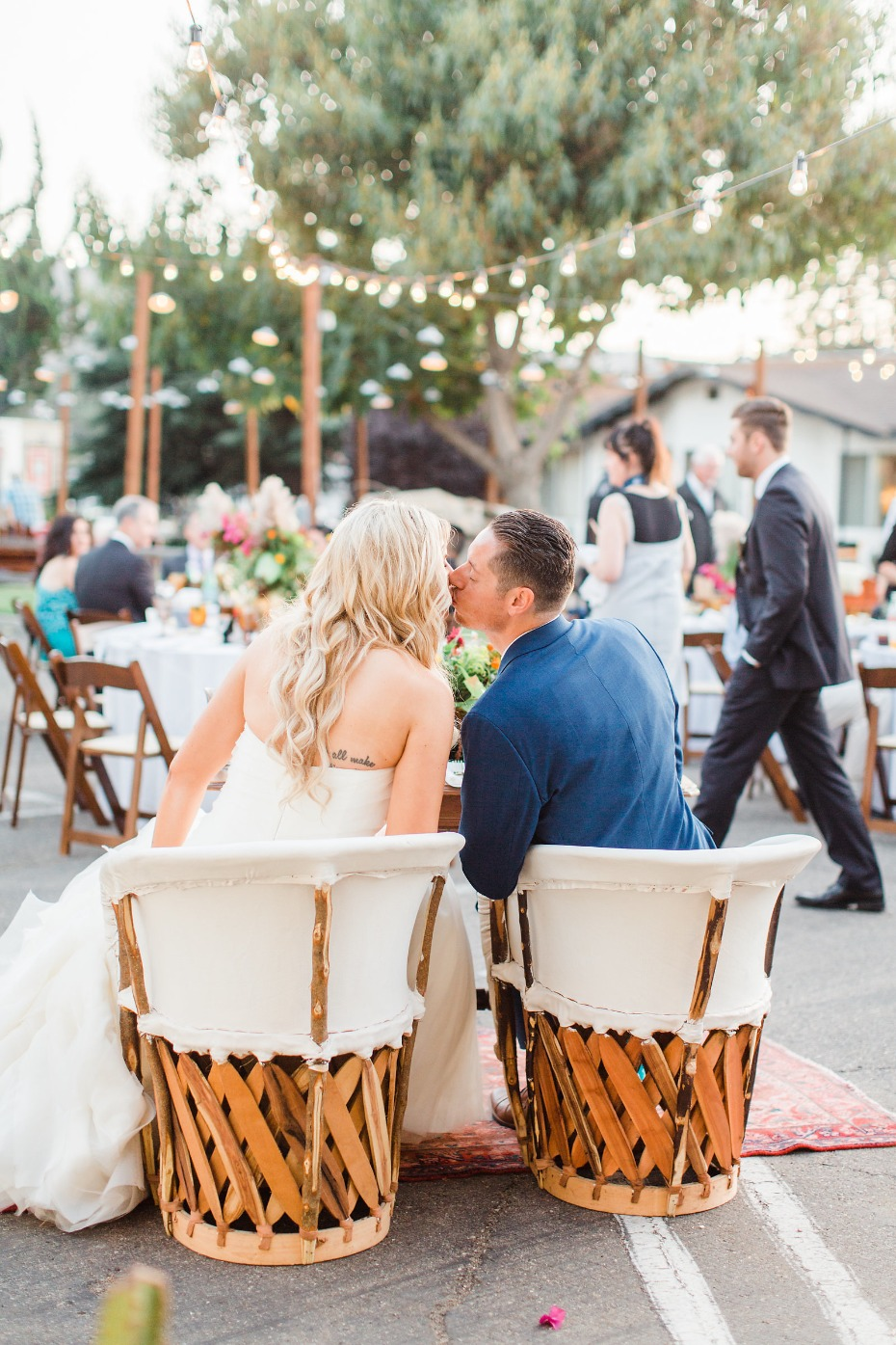 Relaxed outdoor wedding at the Alamo Motel