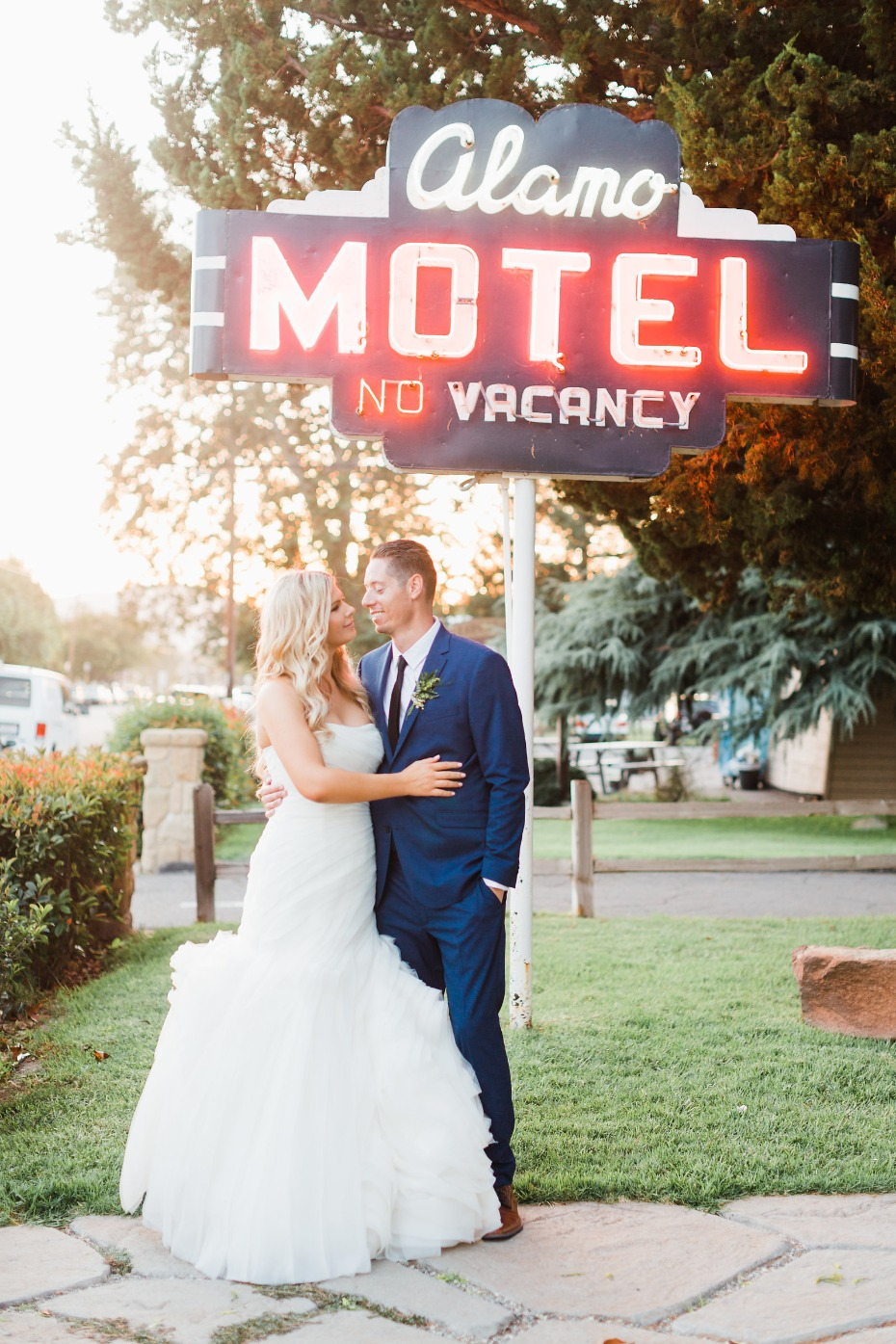 Relaxed SoCal vibe wedding at the Alamo Motel