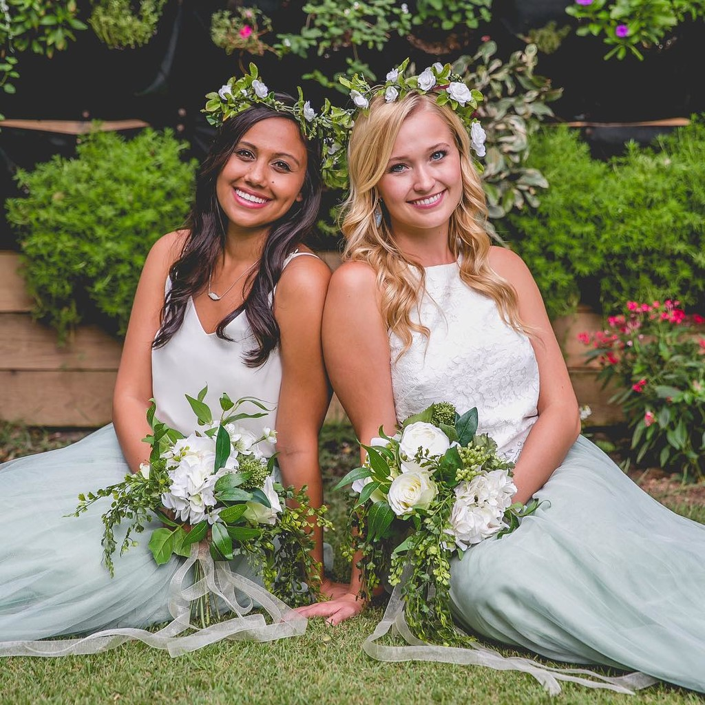 Beautiful bridesmaids & gorgeous greens.💚 #ShopRevelry