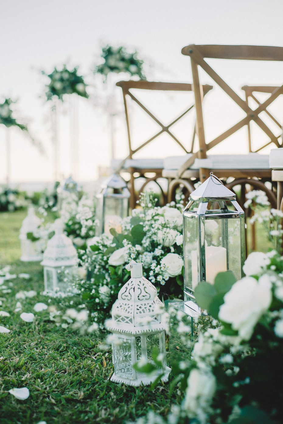 White and green ceremony decor
