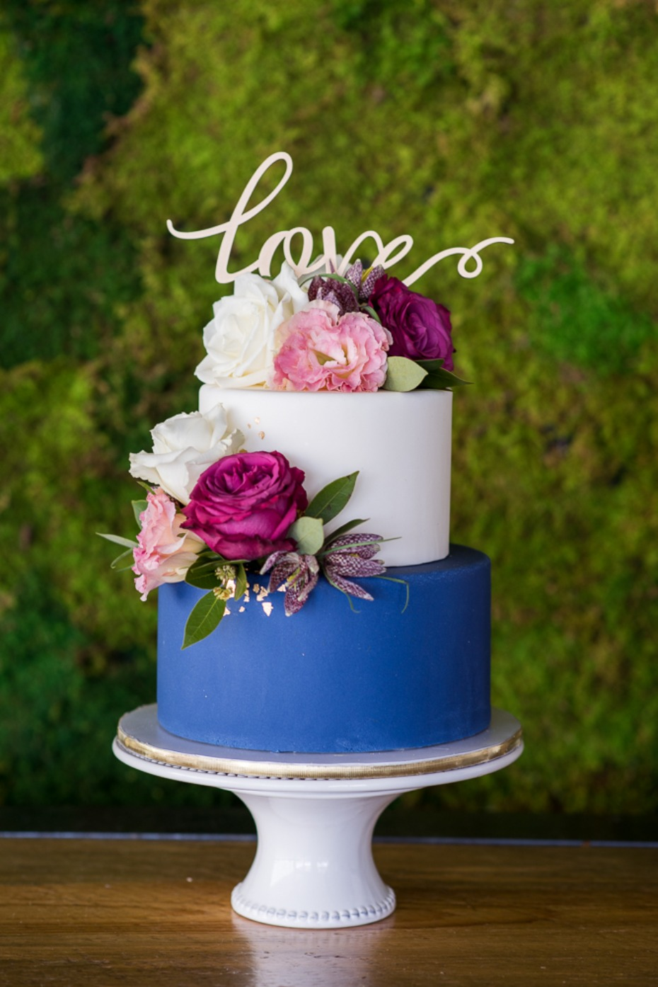 blue and white modern floral wedding cake