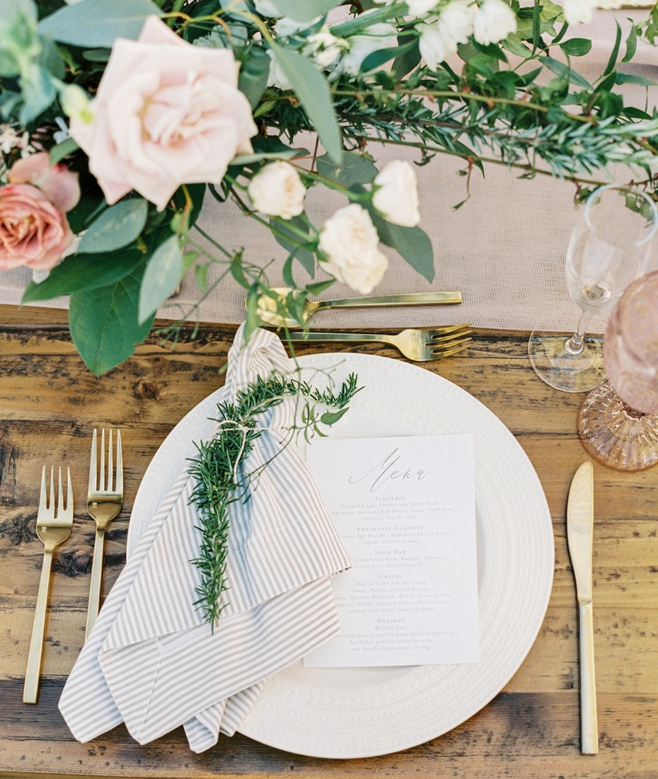 chic wedding table place setting