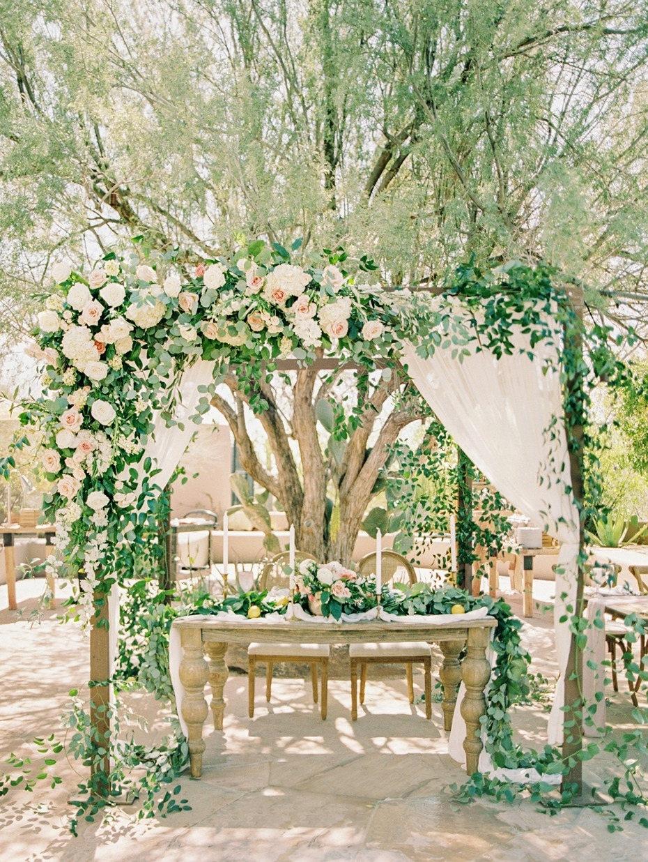 roses cascading decor for your sweetheart table