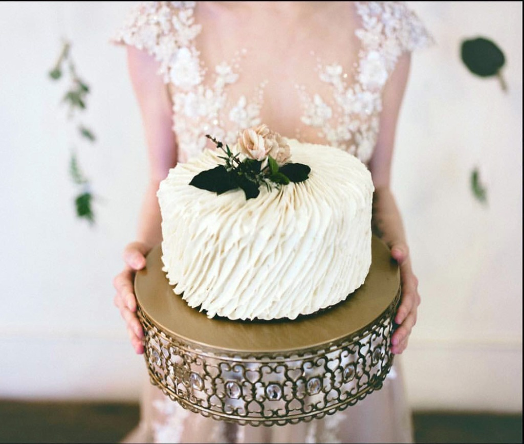 Wedding Cake Stands to add charm and elegance to your special occasions and celebrations with stunning beauty!