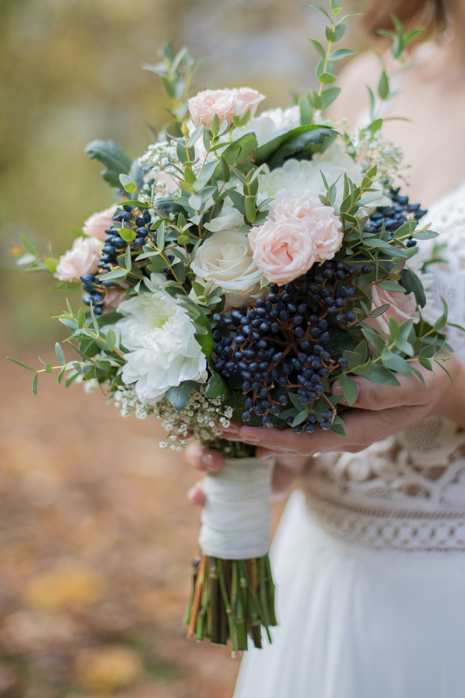 fresh and elegant bridal bouquet idea