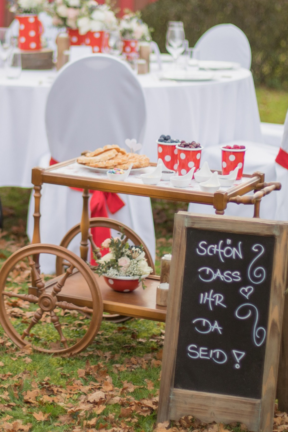 How To Have The Cutest Little Waffle Bar Ever At Your Wedding