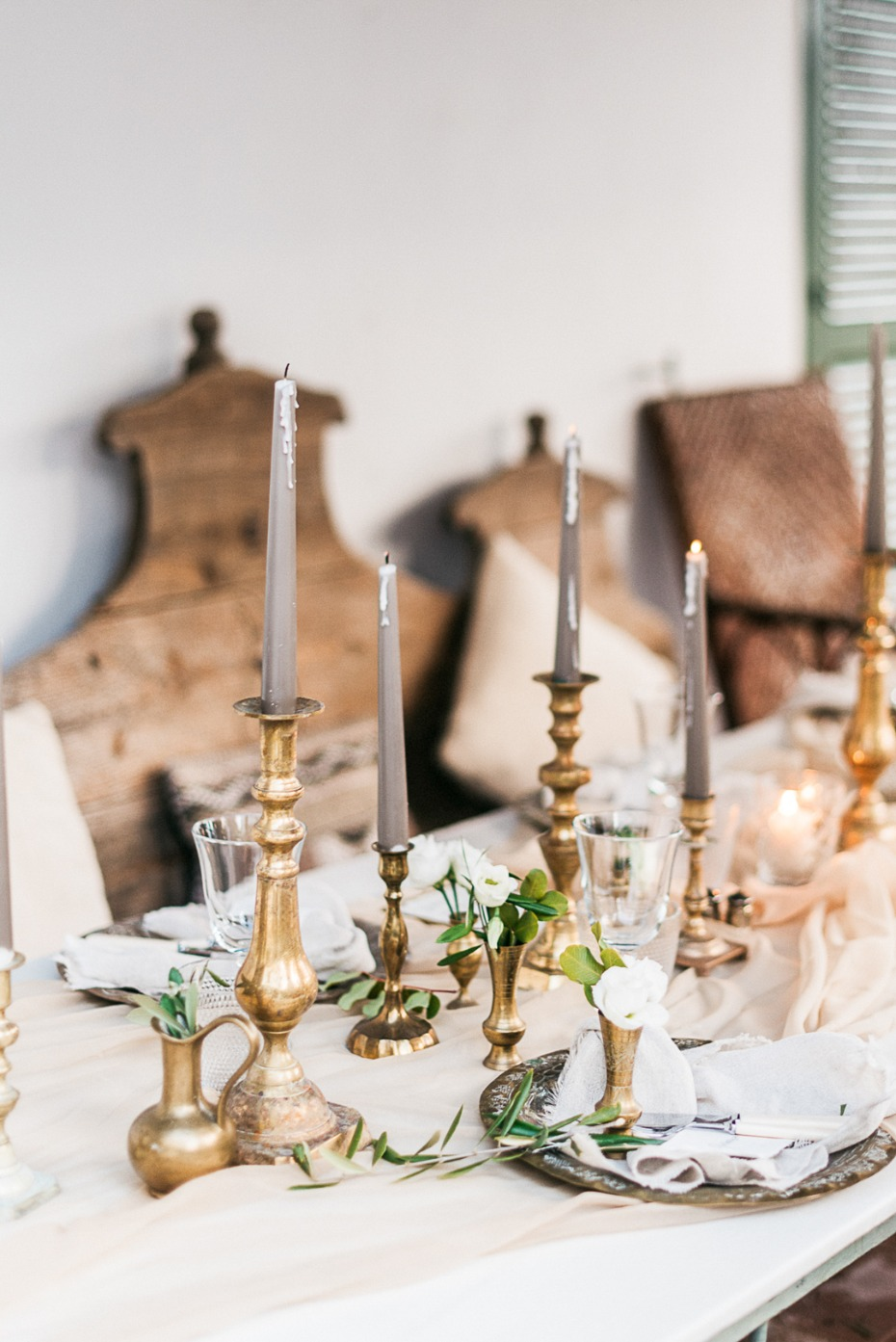 gold and grey wedding table decor