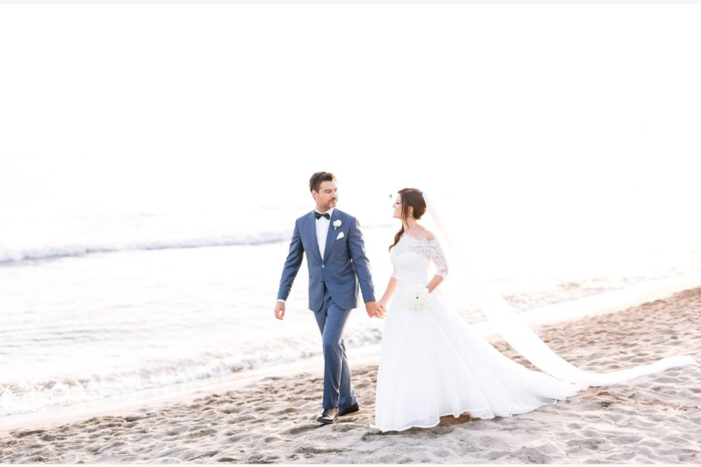The beautiful colours of the sand and the water give a special look to every photo and that's why, as a wedding photographer, I love