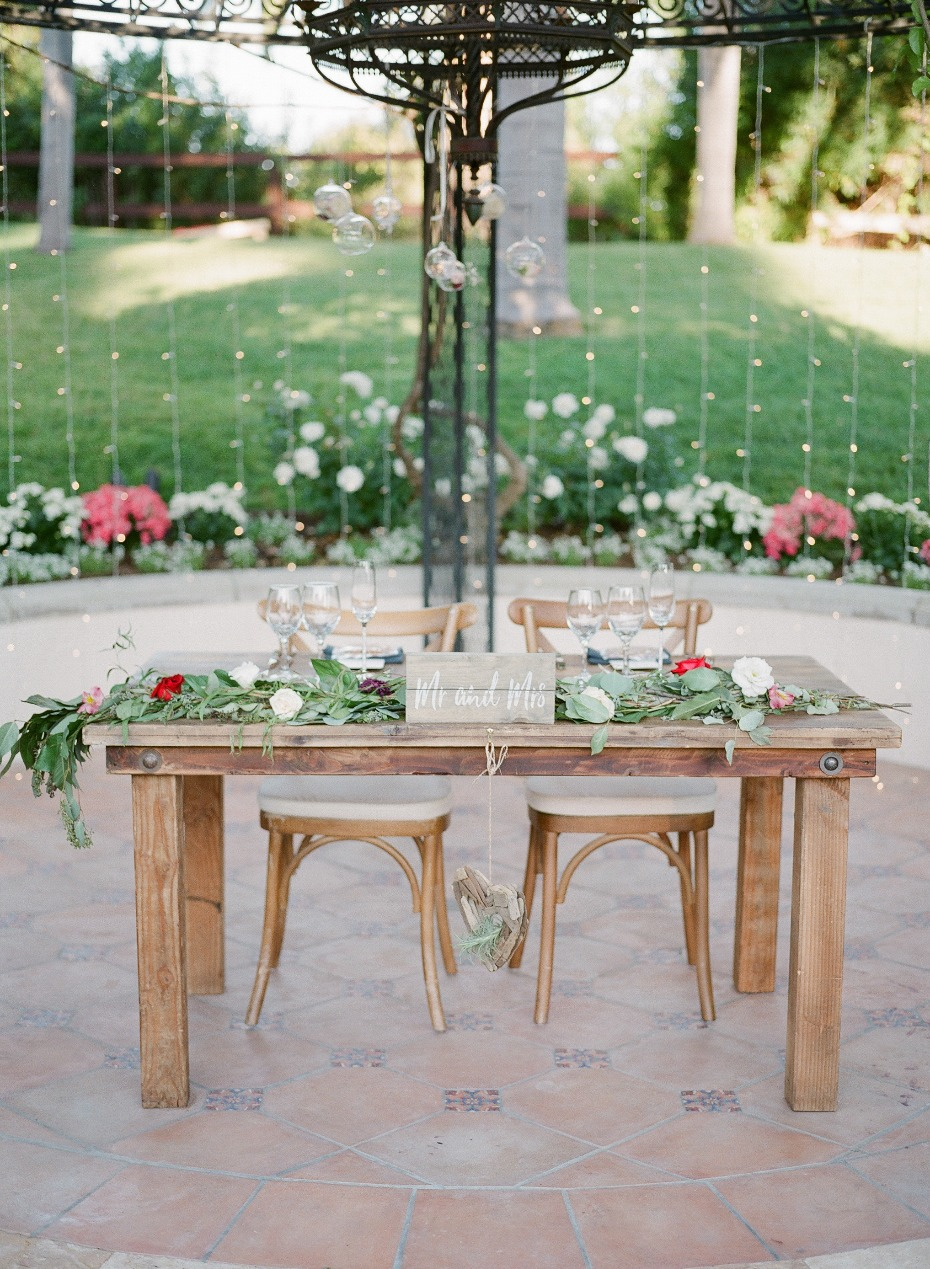 Natural sweetheart table