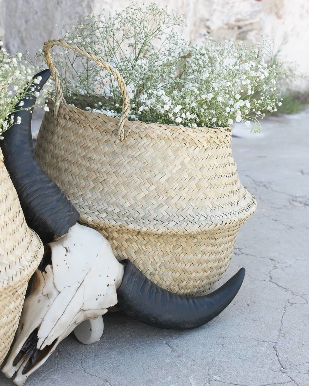 ▪boho vibes and flowers bloom in a seagrass basket are all we need to start our week▪