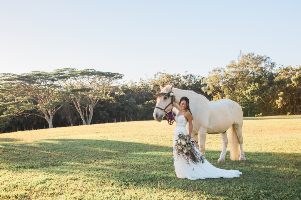 Who says your bridal portraits shouldn't have a beautiful white horse with it?!?!