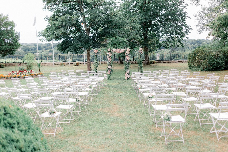 Elegant outdoor ceremony design